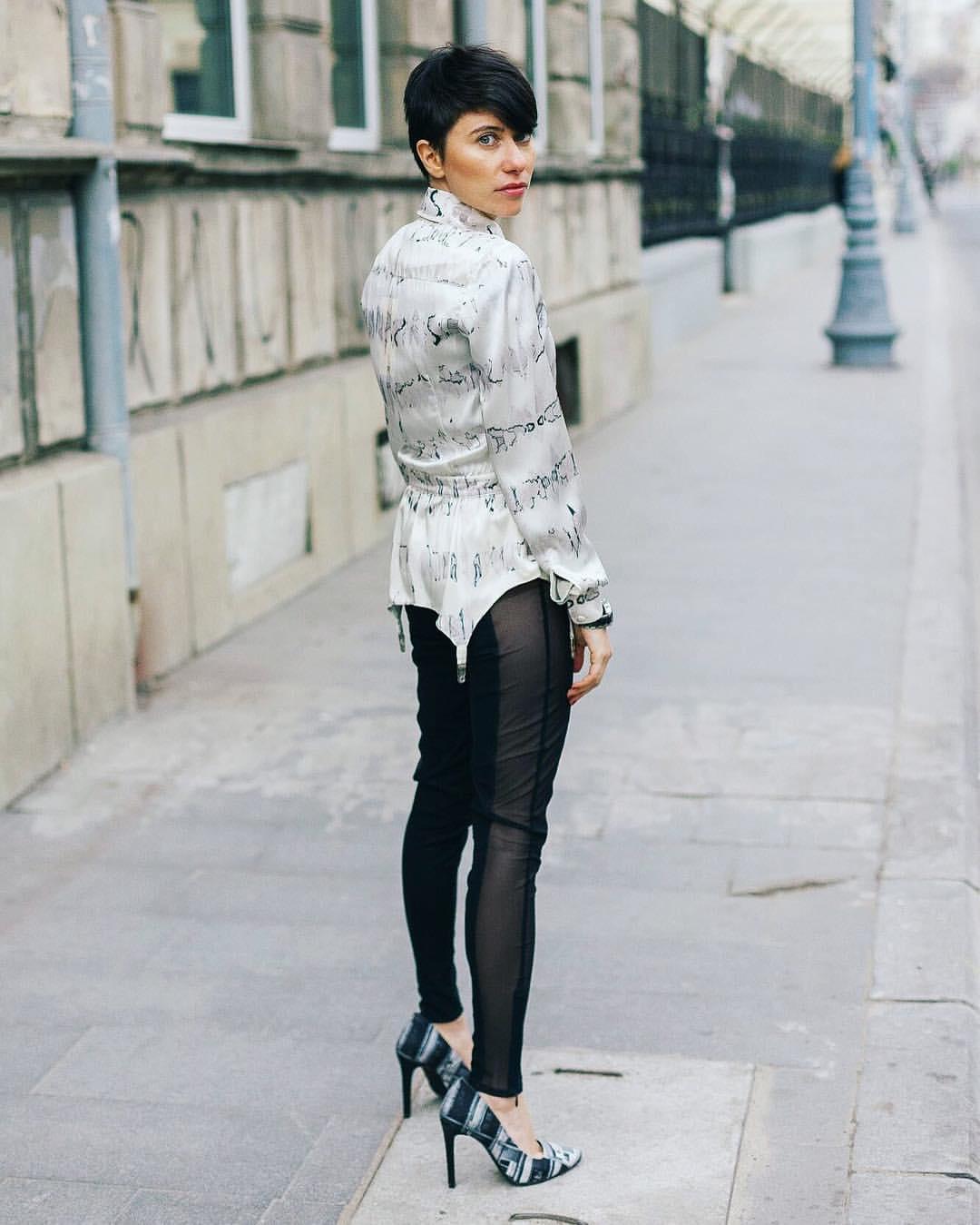 eduard-mariut-on-the-street-moody-roza-fashion-bucharest